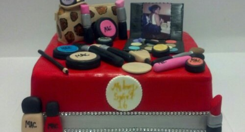 Sweet 16 Make Up And Lip Stick Cover Cake